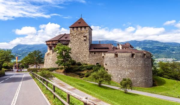 Ini adalah kastil kerajaan yang sampai sekarang masih dipergunakan. (Getty Images)
