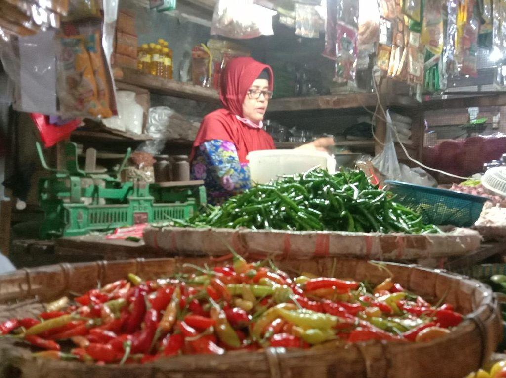 Harga Cabai Masih di Atas Rp 100 Ribu/Kg, Pedagang: Sepi di Pasar