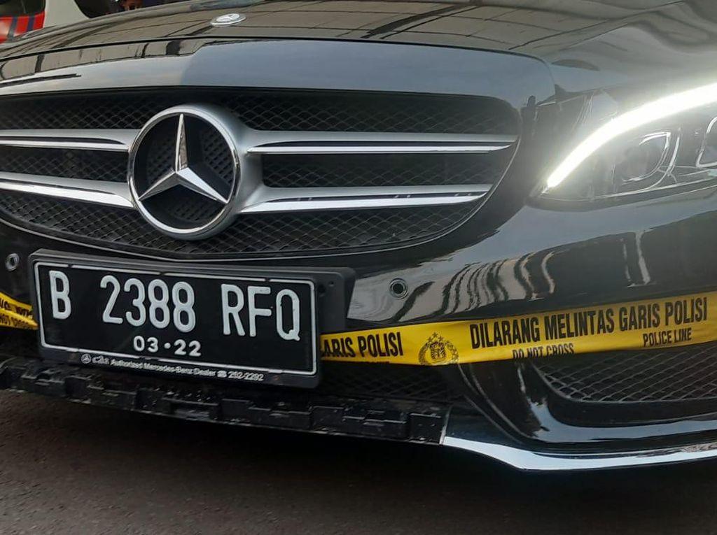 Polisi Sebut Pelat RFQ di Mercy Pelaku Tabrak Lari Bukan Pelat Dinas