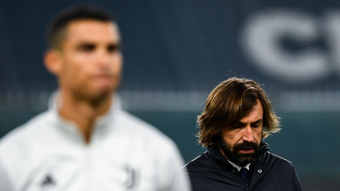 GENOA, ITALY - DECEMBER 13: Andrea Pirlo coach of Juventus (R) walks past Cristiano Ronaldo of Juventus before the Serie A match between Genoa CFC and Juventus Fc at Stadio Luigi Ferraris on December 13, 2020 in Genoa, Italy. (Photo by Paolo Rattini/Getty Images)