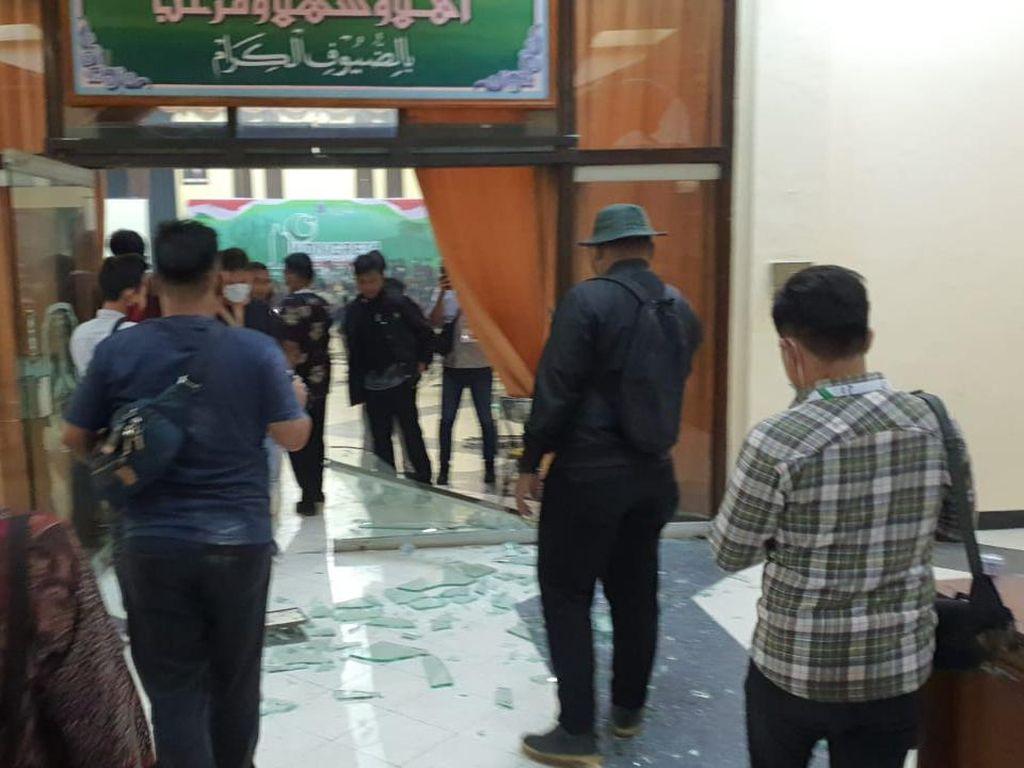 Kericuhan di Kongres HMI di Surabaya, Peserta Pecahkan Kaca Gedung