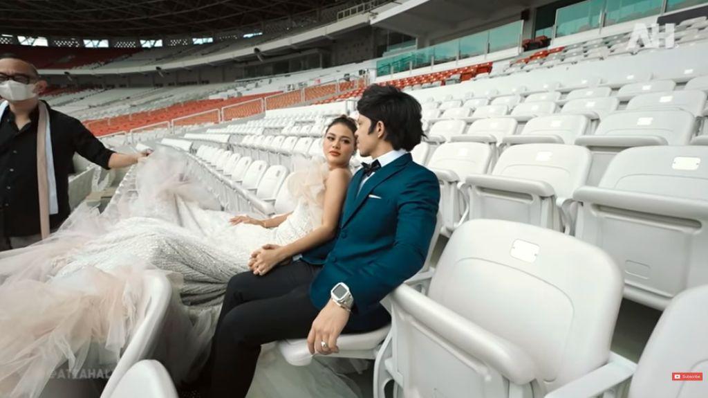 Foto: Aurel Hermansyah Prewedding di GBK, Pakai Gaun Berat 10 Kg