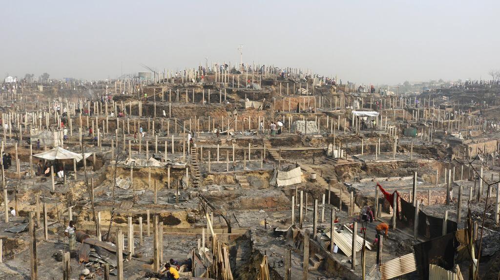 Yang Tersisa dari Kamp Rohingya Pasca Dilalap Api
