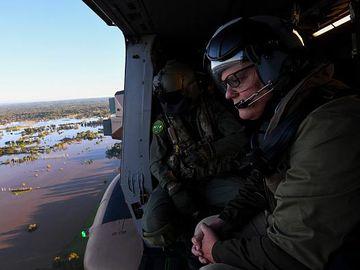 Raut Sedih PM Australia Pantau Banjir dari Udara