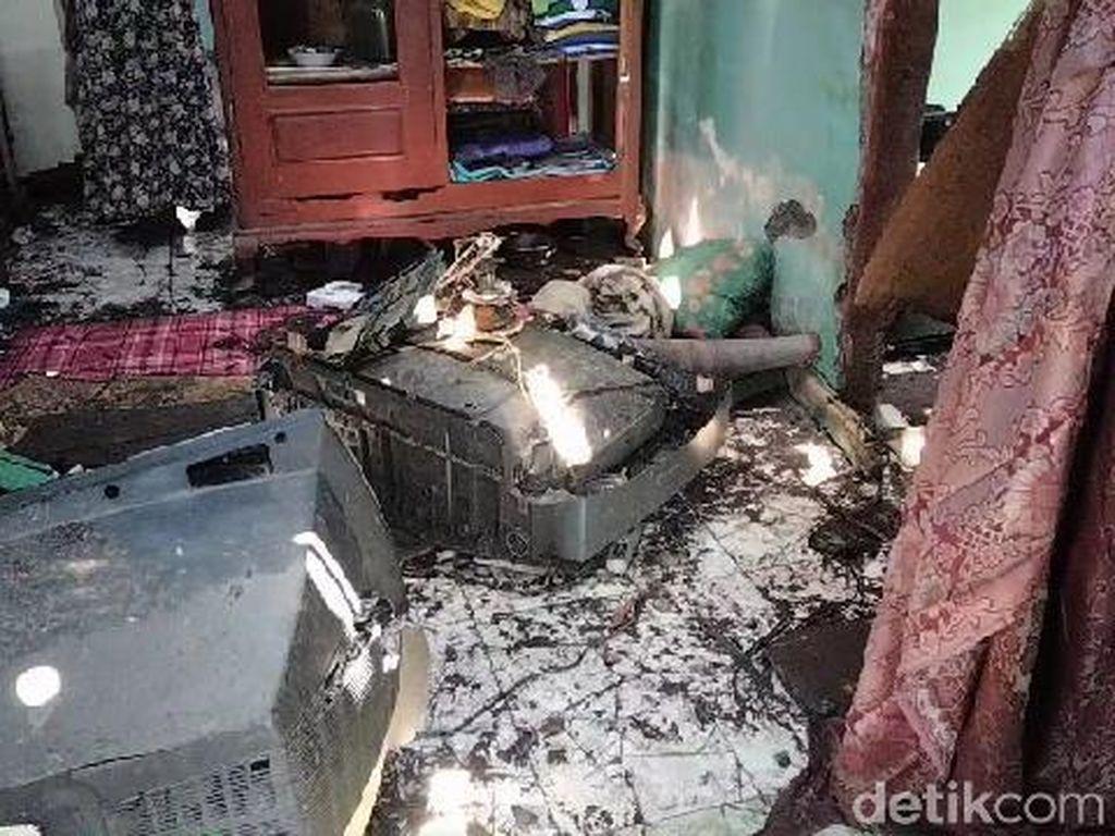 Rumah di Probolinggo Hancur Berantakan Tersambar Petir