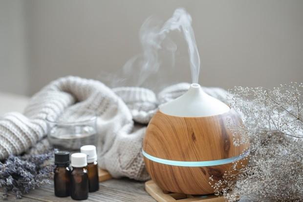 AC dan pemanas dapat menyebabkan kulit kamu kehilangan kelembapan, jadi gunakan humidifier ketika kamu tidur.