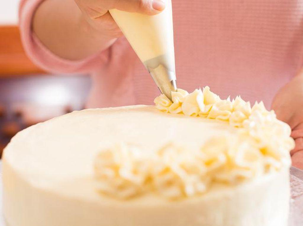 4 Tips Bikin Buttercream Enak untuk Dekorasi Lunch Box Cake