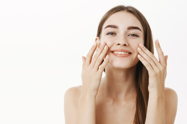 Uap wajah menggunakan air hangat untuk membuka pori-pori/freepik.com