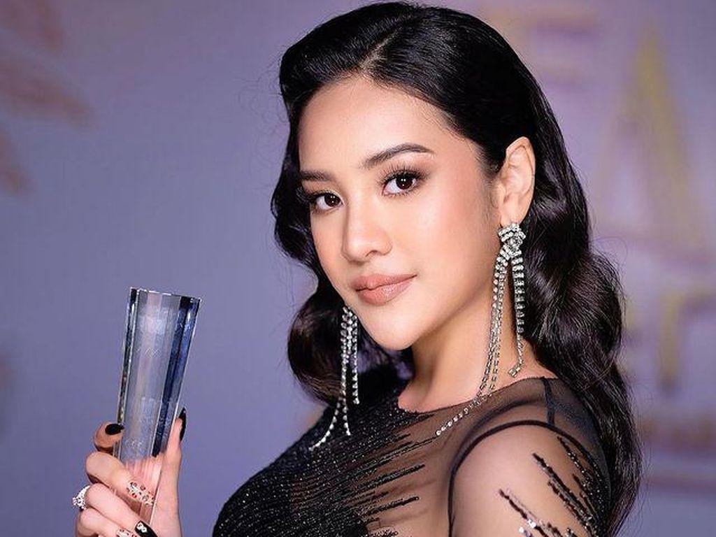 7 Gaya Seksi Anya Geraldine, Juara Fashionable Youth Insert Fashion Award