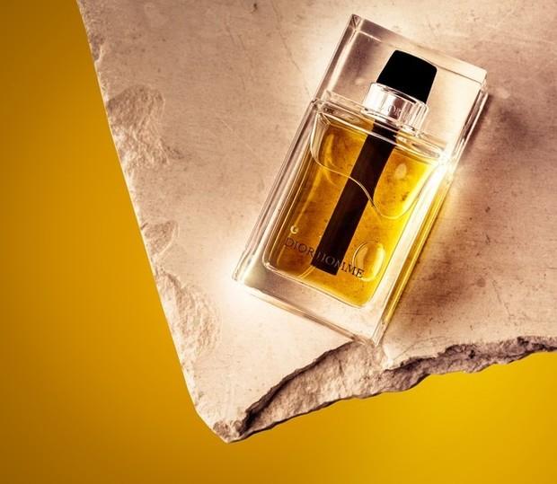 Jika kamu penggemar aroma kayu cendana, bisa dipastikan kamu adalah orang yang benar-benar perfeksionis. Selain itu, kamu adalah seorang kritikus terbesar,mempunyai pendirian yang tagas serta kemauan yang kuat.