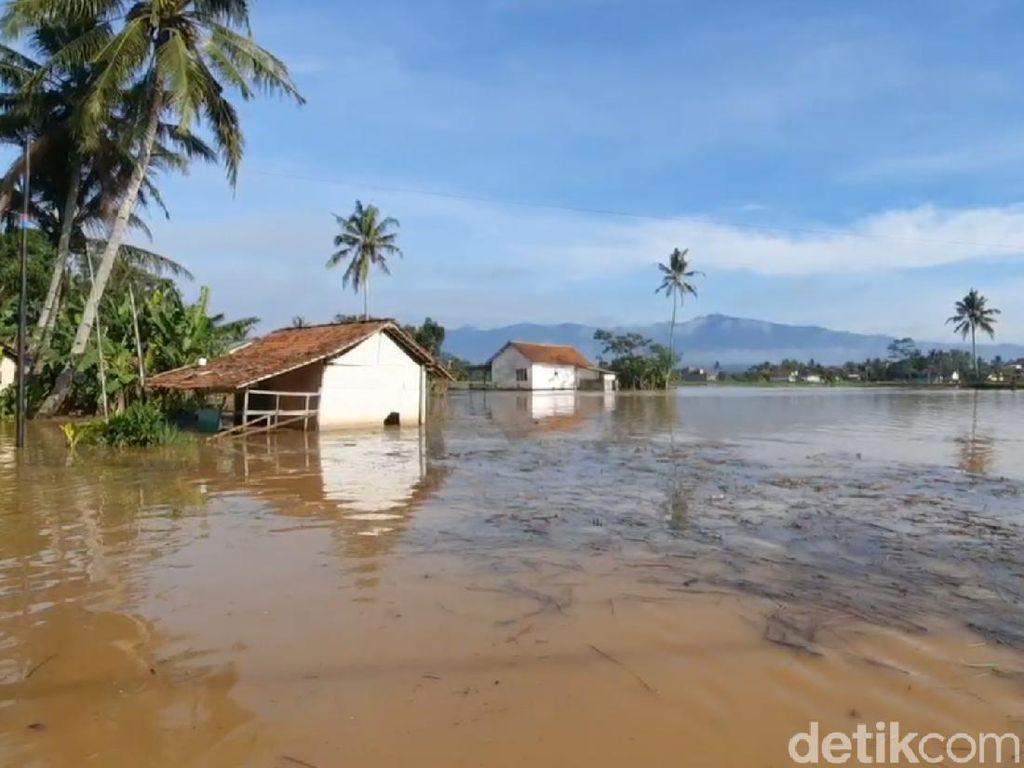 100 Rumah Warga Terendam Akibat Sungai Citanduy Tasik Meluap