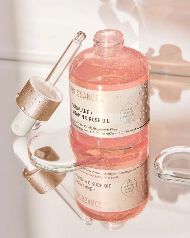 Meskipun para ahli kecantikan merekomendasikan penggunaan rosehip murni, tapi masih banyak orang yang suka menggunakan formula yang juga mengandung anti-penuaan lainnya.