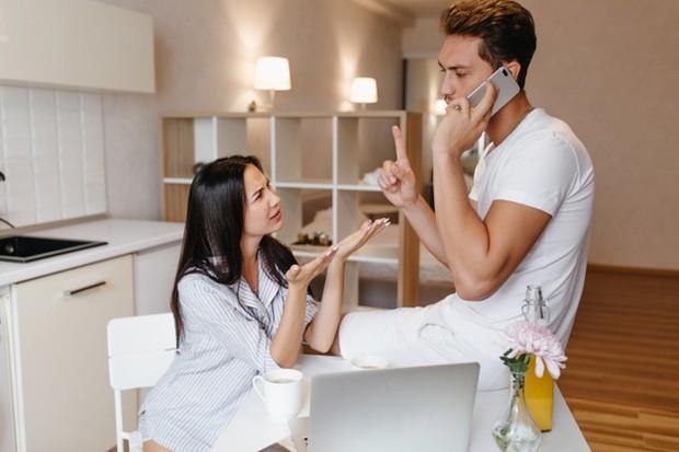 jika dia tidak menyisihkan waktu untuk kamu dan menghabiskan waktu bersama, kamu bukanlah prioritas baginya.