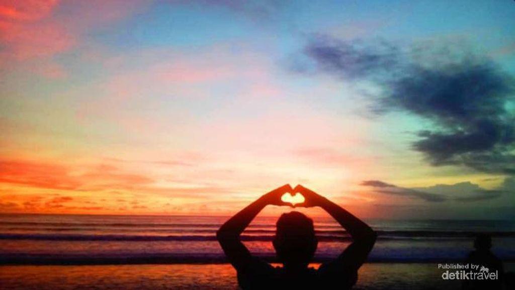 Foto: Sunset di Pantai Kuta Bali Bikin Rindu
