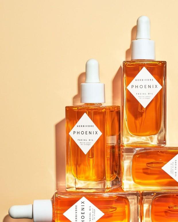 Jika kamu mencari produk face oil yang luar biasa, Hebivore Phoenix Facial Oil, sepertinya patut jadi pertimbangan.