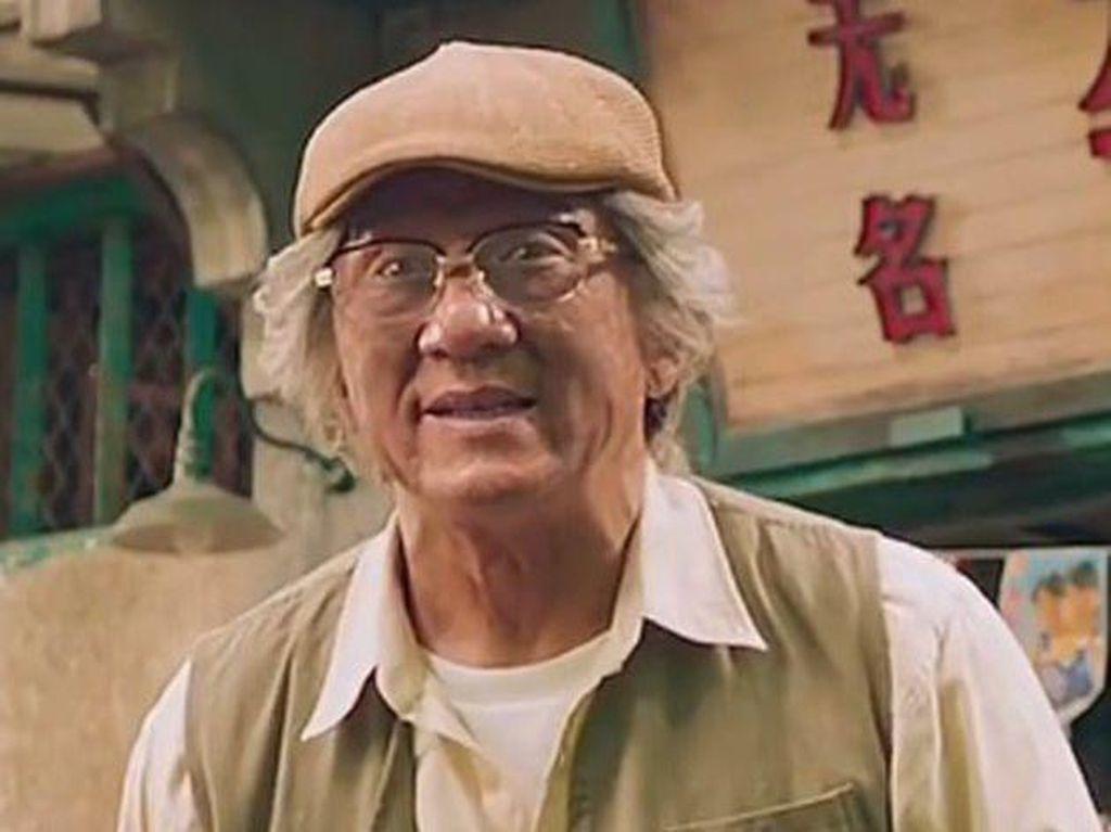 Viral Video Kondisi Jackie Chan yang Kesulitan Berjalan