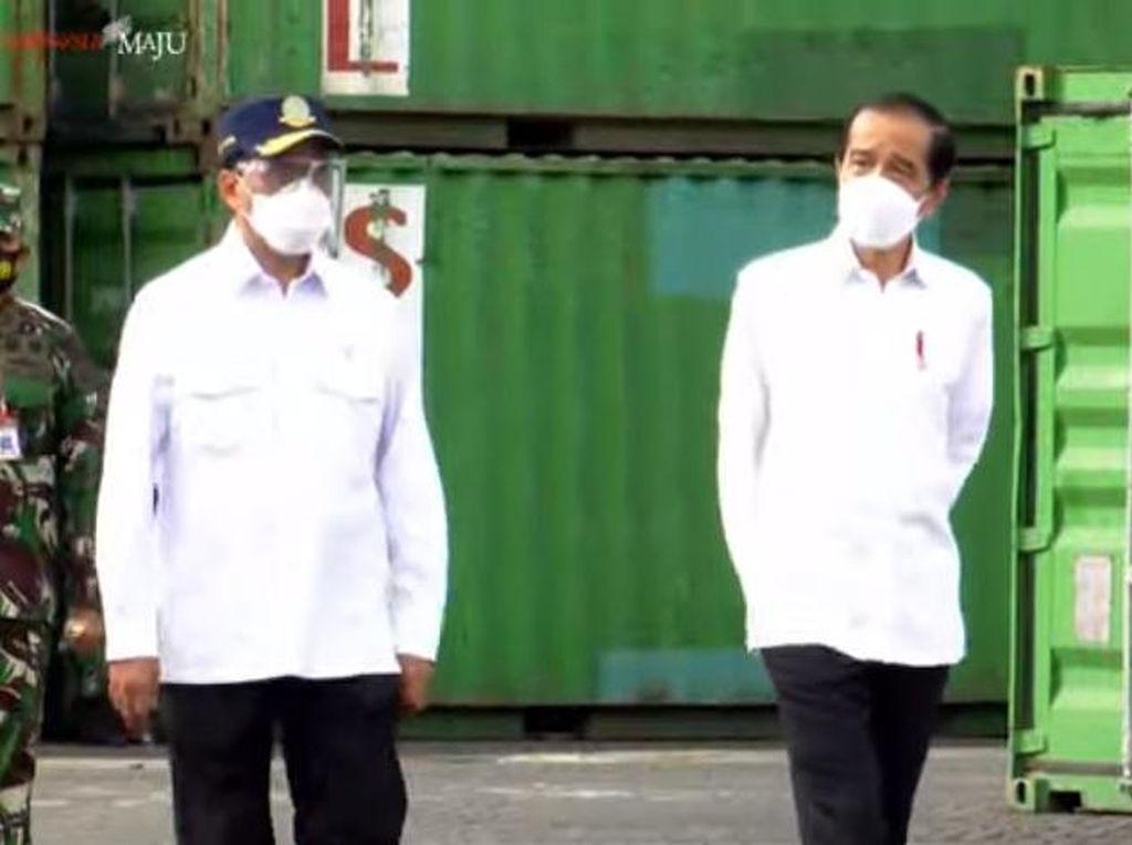 Jokowi Tinjau Vaksinasi COVID-19 dan Pelabuhan Yos Sudarso Ambon