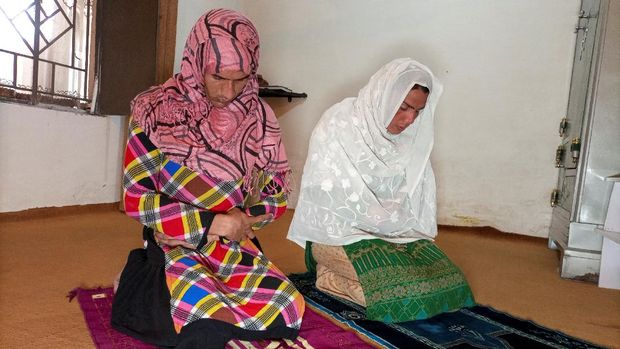 Rani Khan, a transgender woman who teaches the Koran at Pakistan's first transgender only madrasa or a religious school, prays with one of her students in Islamabad, Pakistan March 10, 2021. Picture taken March 10, 2021. REUTERS/Salahuddin NO RESALES. NO ARCHIVES