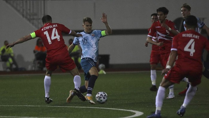 Norways Martin Ødegaard fights for the ball Gibraltars Chipolina during the World Cup 2022 group G qualifying soccer match between Gibraltar and Norway in Gibraltar, Wednesday March 24, 2021. (AP Photo/Javier Fergo)