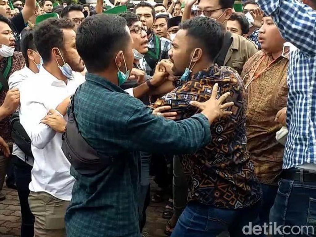 Momen Adu Jotos Pemilihan Ketum HMI di Surabaya