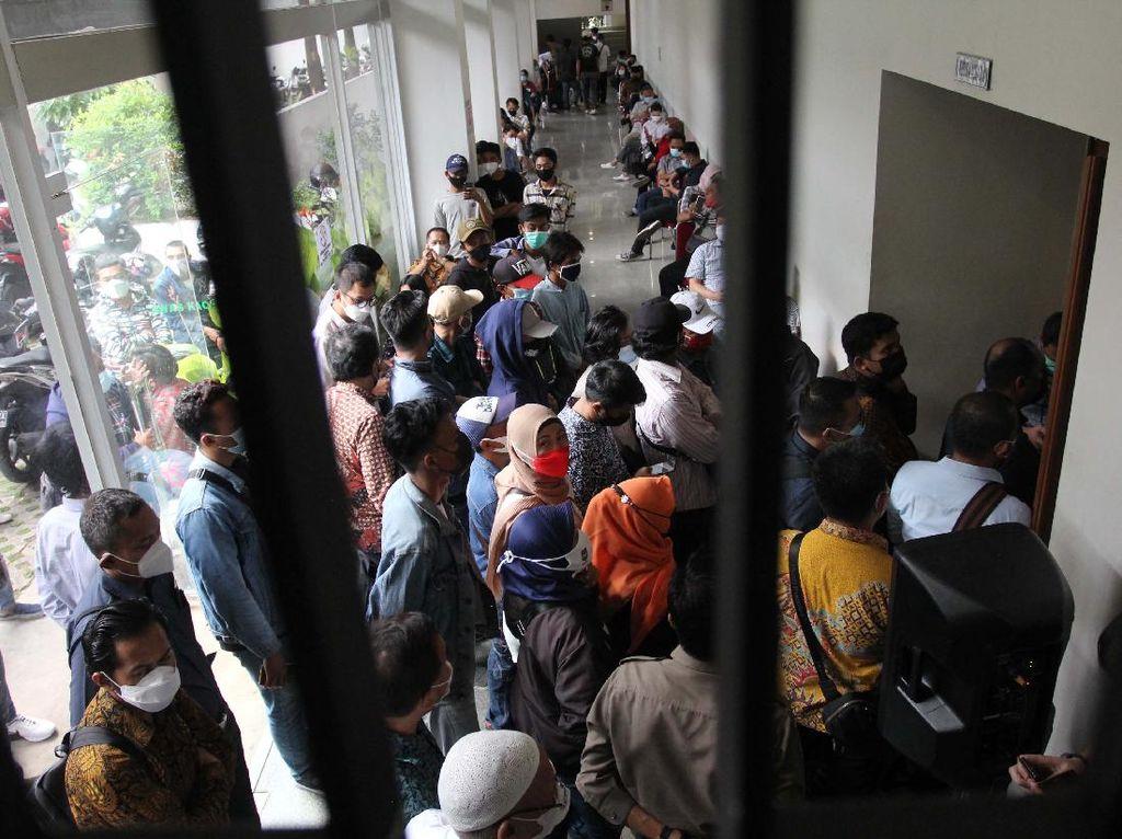 Momen saat Ratusan Karyawan Tuntut Pembayaran Gaji