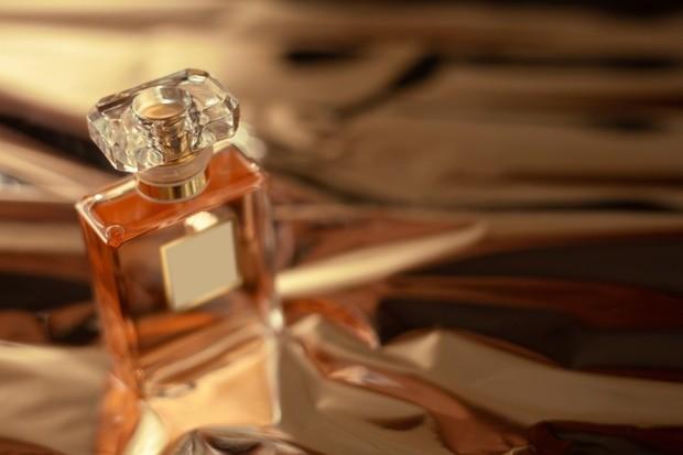 Orang-orang yang suka parfum beraroma bunga mawar cenderung mawas diri dan peka terhadap kebutuhan orang lain.