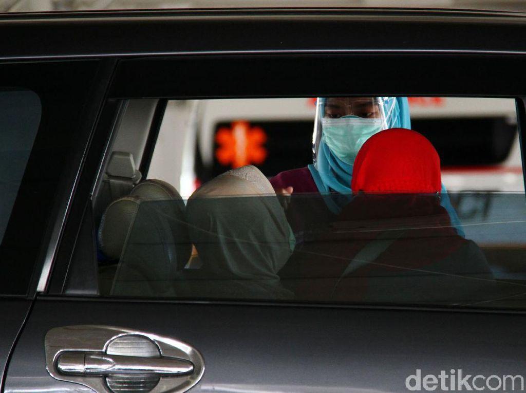 Lansia Depok Bisa Vaksinasi Drive-Thru di RSUI, Ini Syaratnya