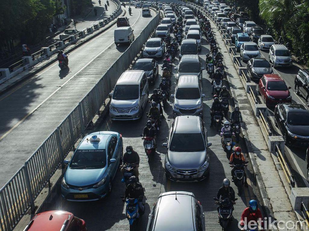 Jakarta Macet Lagi, Saatnya Ganjil-Genap Diberlakukan Kembali?