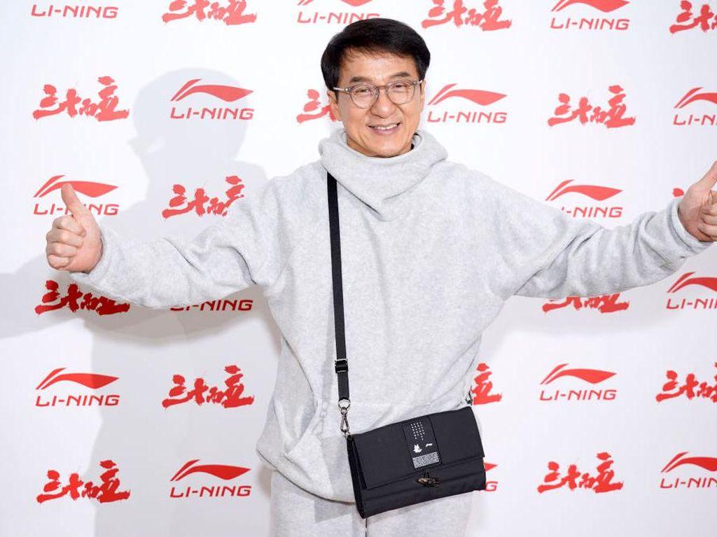 Cerita Jackie Chan Diteror Mafia: Aku Harus Bawa Senjata Tiap Hari