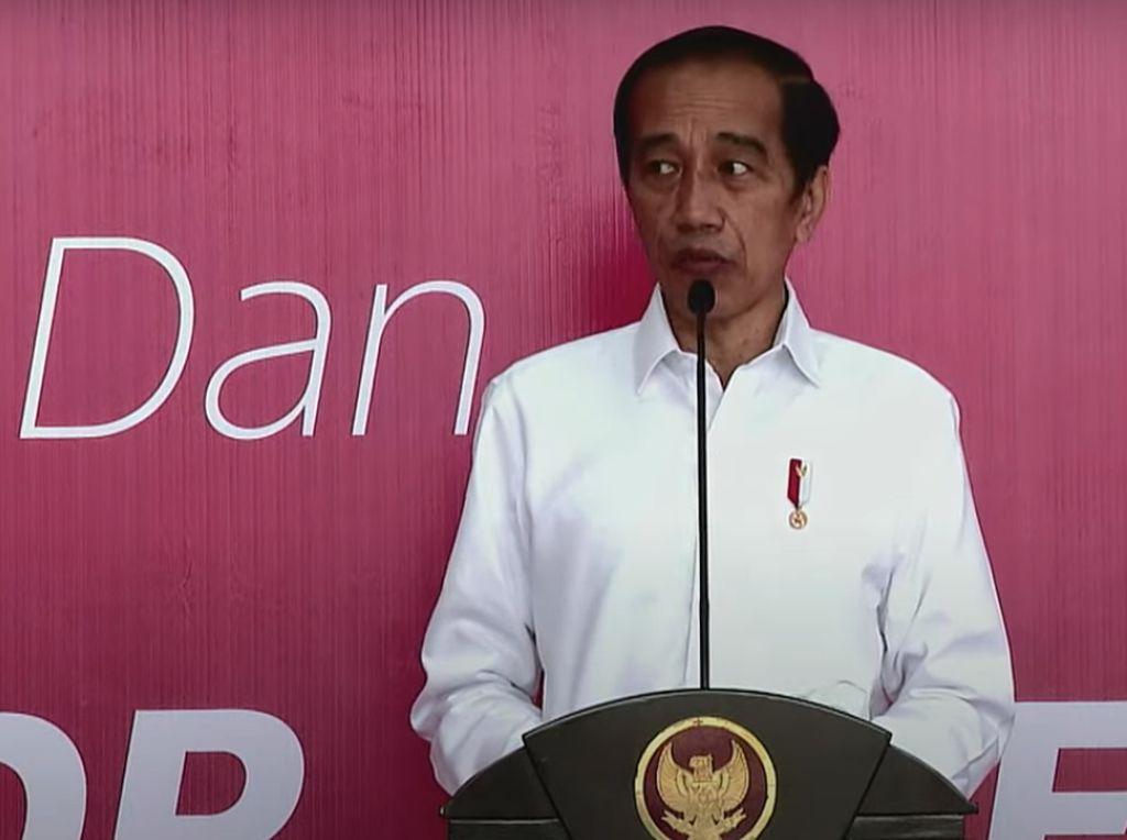 Momen Jokowi Resmikan Rumah Sakit-Tinjau Vaksinasi di Ambon