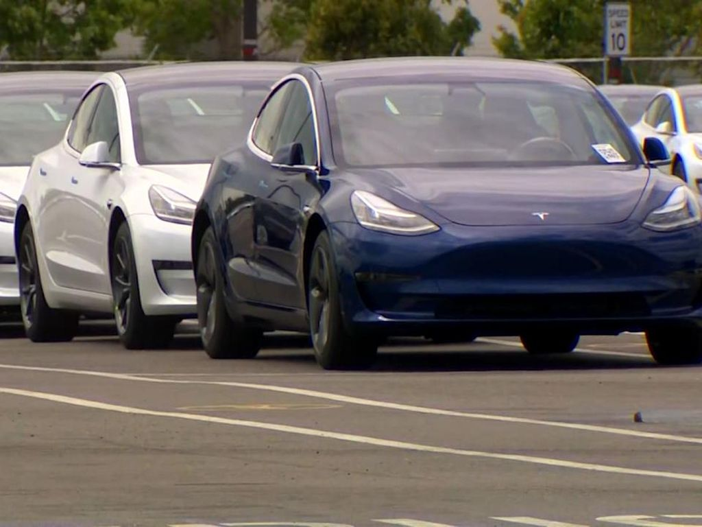 Fitur Autopilot Dituding Jadi Penyebab Puluhan Kecelakaan Tesla di AS