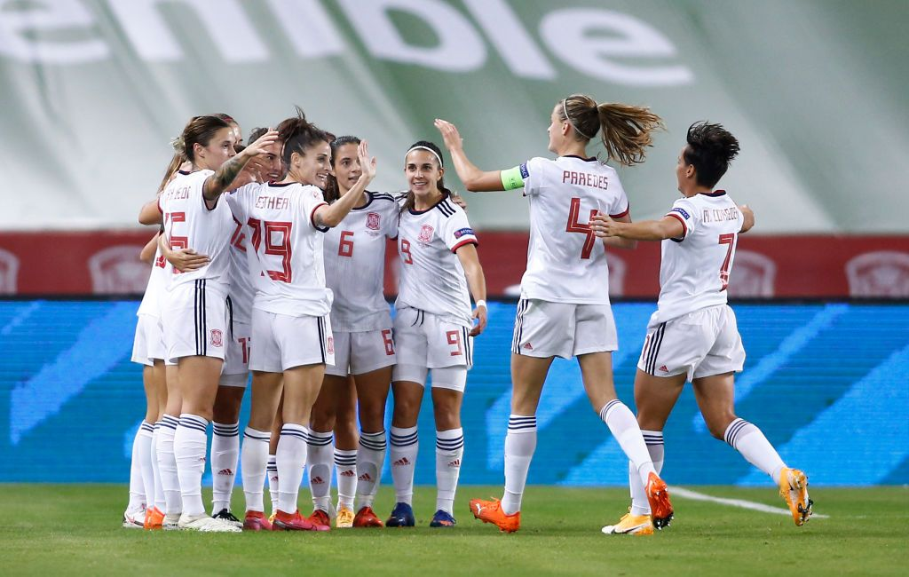 SEVILLE, SPAIN - OCTOBER 23: Aitana Bonmati of Spain celebrates her team's third goal with team mates  during the UEFA Women's EURO 2022 qualifier match between Spain Women's and Czech Republic Women's at Estadio de La Cartuja on October 23, 2020 in Seville, Spain. Sporting stadiums around Spain remain under strict restrictions due to the Coronavirus Pandemic as Government social distancing laws prohibit fans inside venues resulting in games being played behind closed doors. (Photo by Fran Santiago/Getty Images)