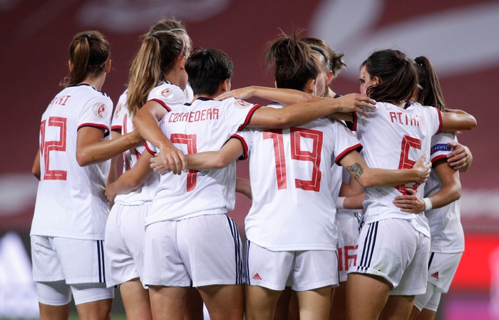 SEVILLE, SPAIN - OCTOBER 23: Aitana Bonmati of Spain celebrates her teams third goal with team mates  during the UEFA Womens EURO 2022 qualifier match between Spain Womens and Czech Republic Womens at Estadio de La Cartuja on October 23, 2020 in Seville, Spain. Sporting stadiums around Spain remain under strict restrictions due to the Coronavirus Pandemic as Government social distancing laws prohibit fans inside venues resulting in games being played behind closed doors. (Photo by Fran Santiago/Getty Images)