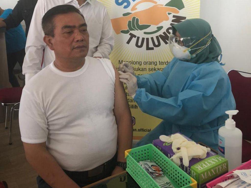Walkot Cirebon Mengaku Lemas dan Megantuk Usai Jalani Vaksinasi Corona