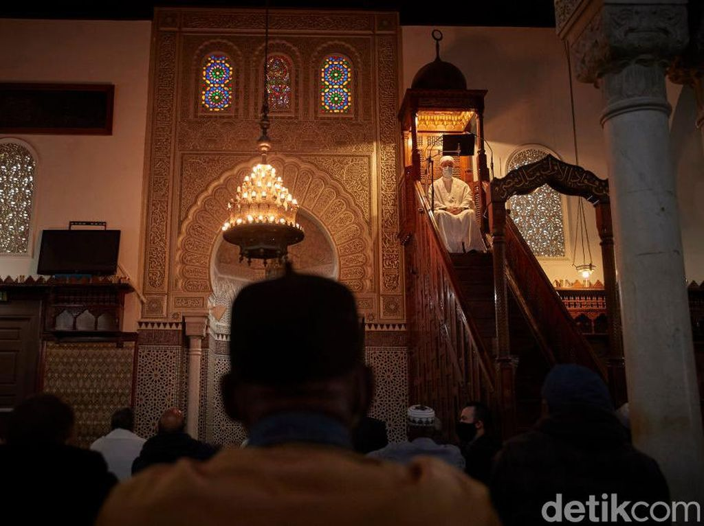 Riya, Sifat Buruk yang Dapat Menghancurkan Nilai Ibadah