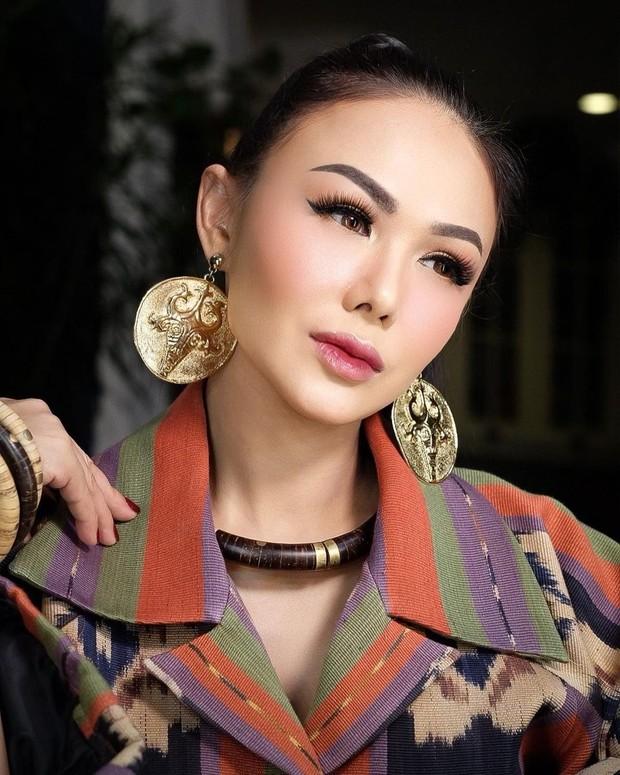 Yuni Shara dengan eye makeup on point/instagram.com/yunishara36
