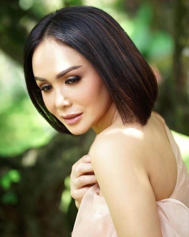 Yuni Shara cantik dengan flawless makeup/instagram.com/yunishara36