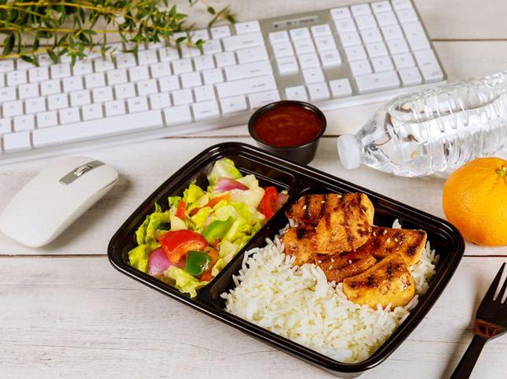 5 Kesalahan Saat Makan Siang Ini Bisa Bikin Diet Kamu Gagal