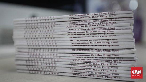 Buku silat  Kho Ping Hoo, Jakarta, 24 Maret 2021. (CNN Indonesia/ Adhi Wicaksono)