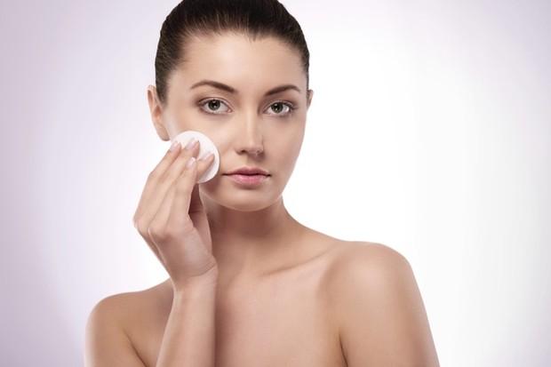 cleansing face (sumber : freepik)