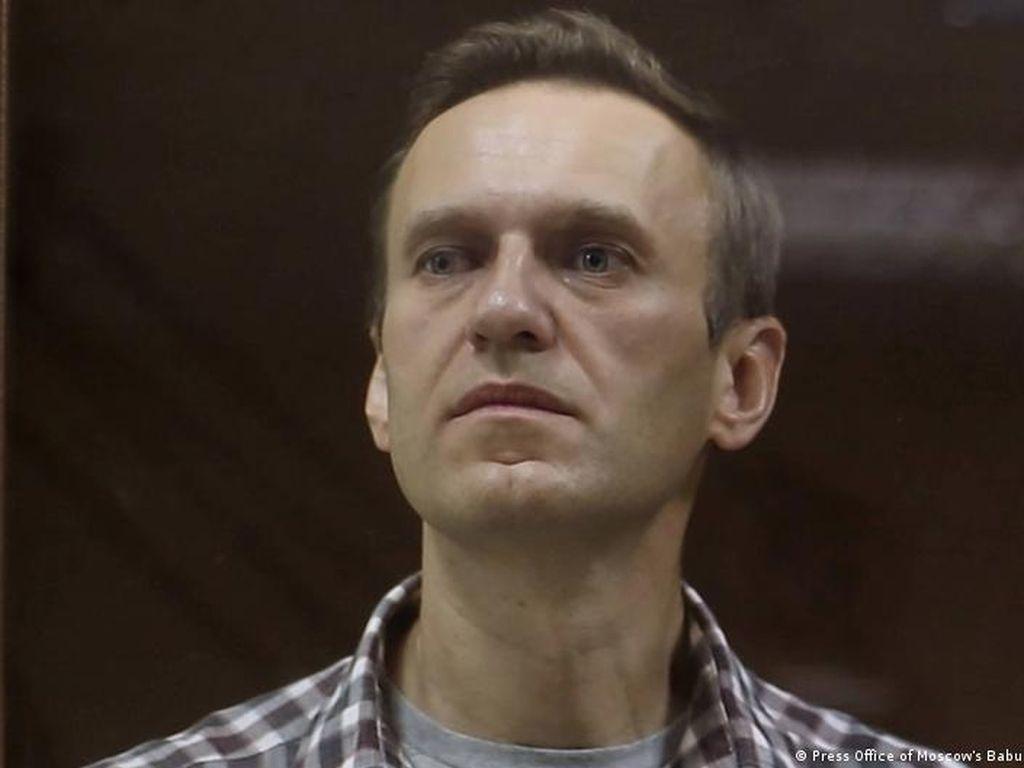 Demam-Batuk Parah, Alexei Navalny Tetap Mogok Makan di Penjara