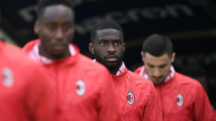 VERONA, ITALY - MARCH 07: Tomori Fikayo of AC Milan looks on after the Serie A match between Hellas Verona FC  and AC Milan at Stadio Marcantonio Bentegodi on March 07, 2021 in Verona, Italy. (Photo by Alessandro Sabattini/Getty Images)