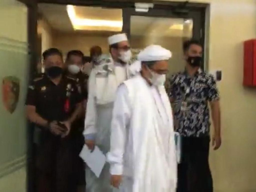 Momen Habib Rizieq Dijemput dari Bareskrim Menuju PN Jaktim