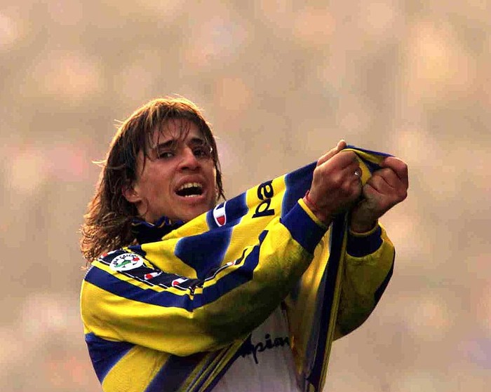 9 Jan 2000:  Hernan Crespo of Parmas celebrates after his late equalizer during the Serie A match between Parma v Juventus at the Ennio Tardini Stadium, Parma. The match was drawn 1-1. Mandatory Credit: Grazia Neri/ALLSPORT