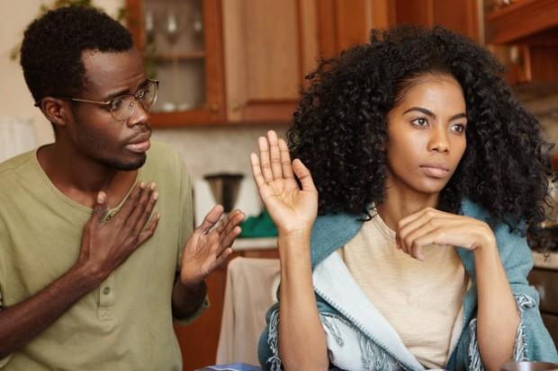 Menyalahkan pasanganmu atas suatu masalah tidak berguna dan tidak menyelesaikan masalah.