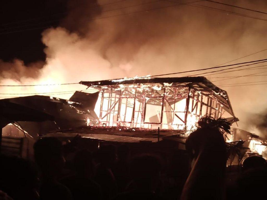 Korsleting Listrik, 6 Rumah di Permukiman Warga di Lutim Terbakar