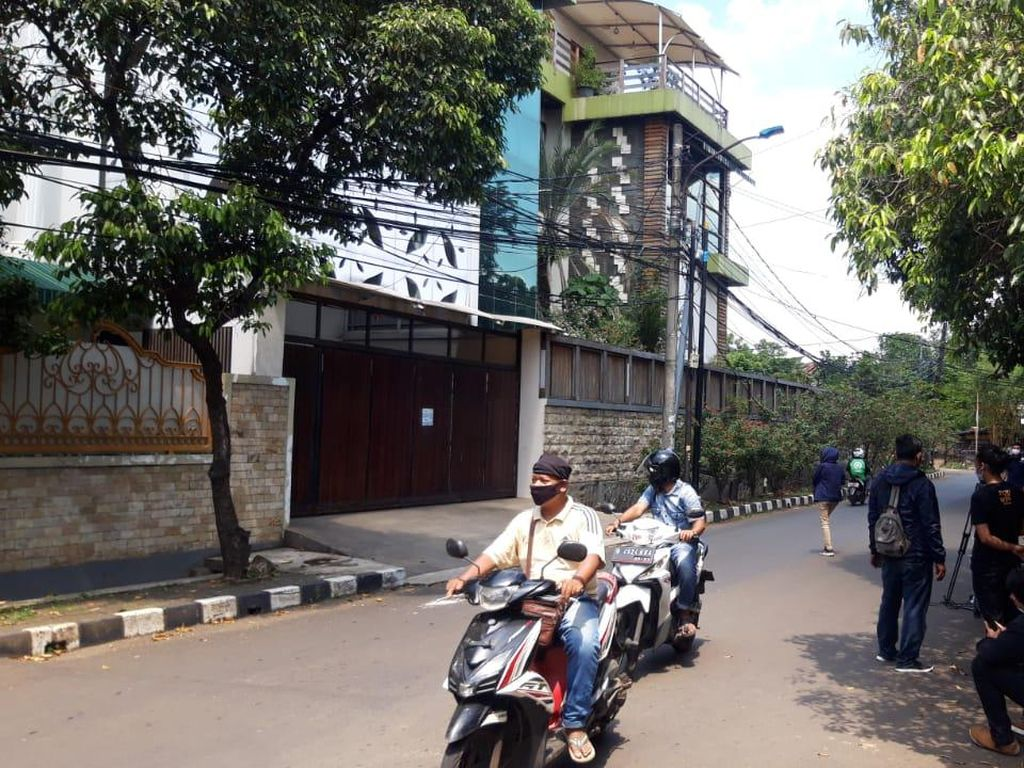 Fake Bomb di Depan Rumah Ahmad Yani Selesai Dievakuasi, Jalan Dibuka Kembali