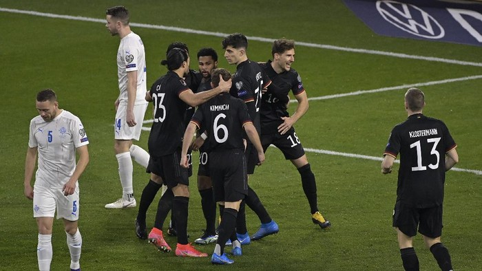 DUISBURG, GERMANY - MARCH 25: Kai Havertz of Germany  celebrates with Emre Can, Serge Gnabry, Joshua Kimmich and Leon Goretzka after scoring their teams second goal  during the FIFA World Cup 2022 Qatar qualifying match between Germany and Iceland on March 25, 2021 in Duisburg, Germany. Sporting stadiums around Germany remain under strict restrictions due to the Coronavirus Pandemic as Government social distancing laws prohibit fans inside venues resulting in games being played behind closed doors. (Photo by Tobias Schwarz - Pool/Getty Images)