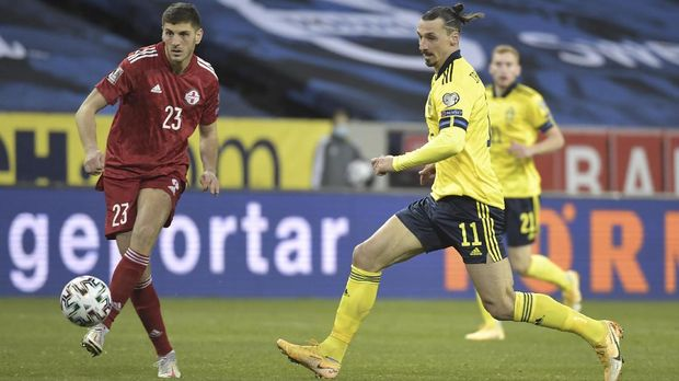 Soccer Football - World Cup Qualifiers Europe - Group B - Sweden v Georgia - Friends Arena, Stockholm, Sweden - March 25, 2021 Sweden's Zlatan Ibrahimovic in action with Georgia's Lasha Dvali TT News Agency via REUTERS/Pontus Lundahl THIS IMAGE HAS BEEN SUPPLIED BY A THIRD PARTY. IT IS DISTRIBUTED, EXACTLY AS RECEIVED BY REUTERS, AS A SERVICE TO CLIENTS. SWEDEN OUT. NO COMMERCIAL OR EDITORIAL SALES IN SWEDEN..