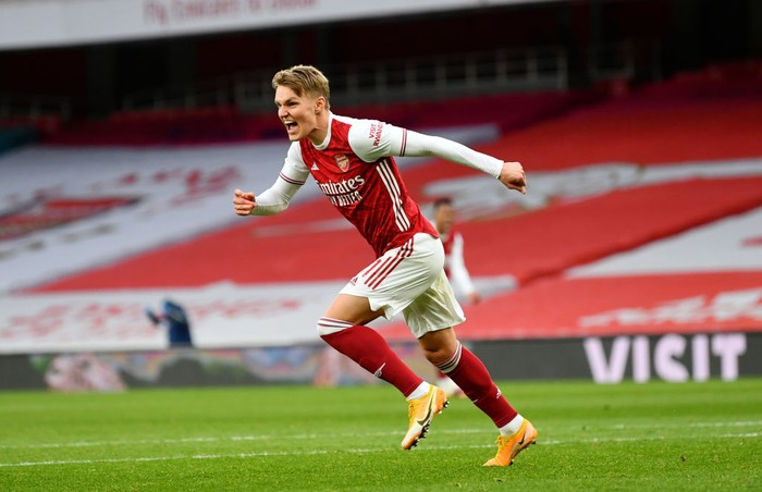 LONDON, ENGLAND - MARCH 14: Martin Odegaard of Arsenal celebrates after scoring their sides first goal during the Premier League match between Arsenal and Tottenham Hotspur at Emirates Stadium on March 14, 2021 in London, England. Sporting stadiums around the UK remain under strict restrictions due to the Coronavirus Pandemic as Government social distancing laws prohibit fans inside venues resulting in games being played behind closed doors. (Photo by Dan Mullan/Getty Images)